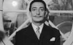 Portrait of Spanish surrealist artist Salvador Dali (1904  - 1989). He is wearing a pinstriped suit and his trademark mustache.   (Photo by Hulton Archive/Getty Images) - Вечер Елабуги